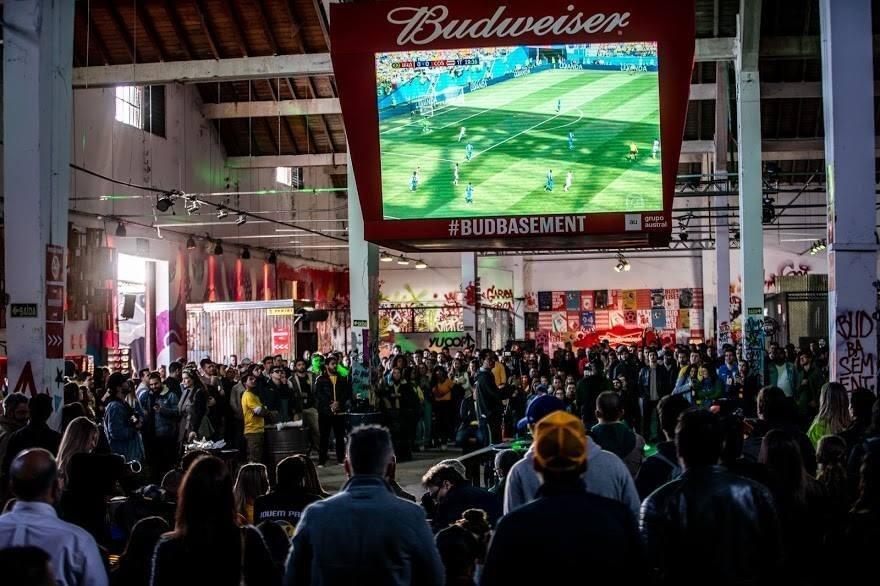 Budweiser Basement Porto Alegre recebe três atrações para a final da Copa do Mundo.